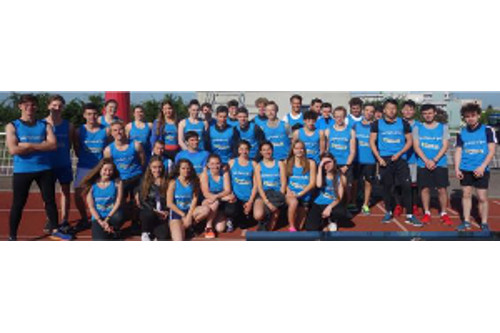 équipe d'athlétisme au complet